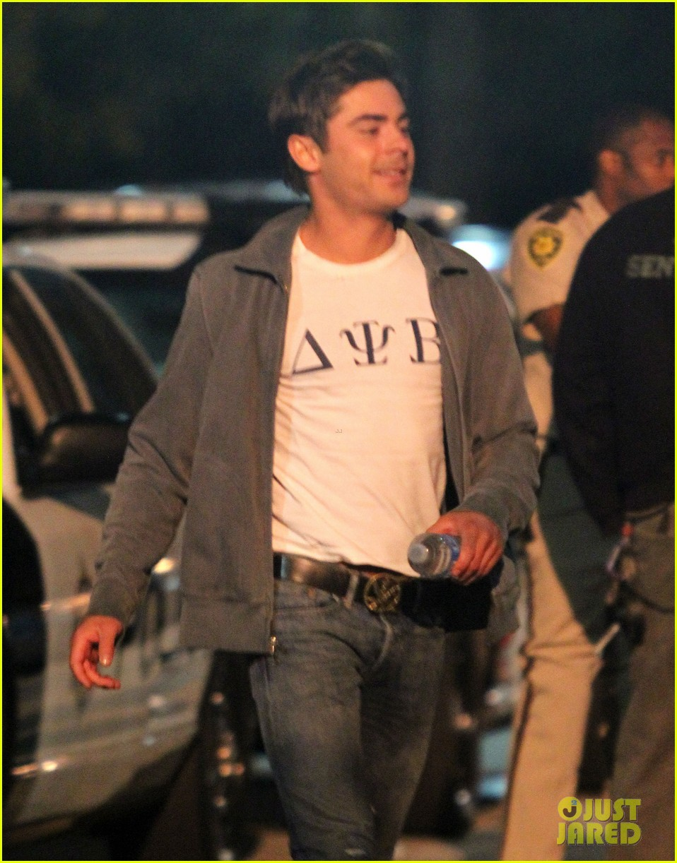 zac efron taco time for townies dinner break 04