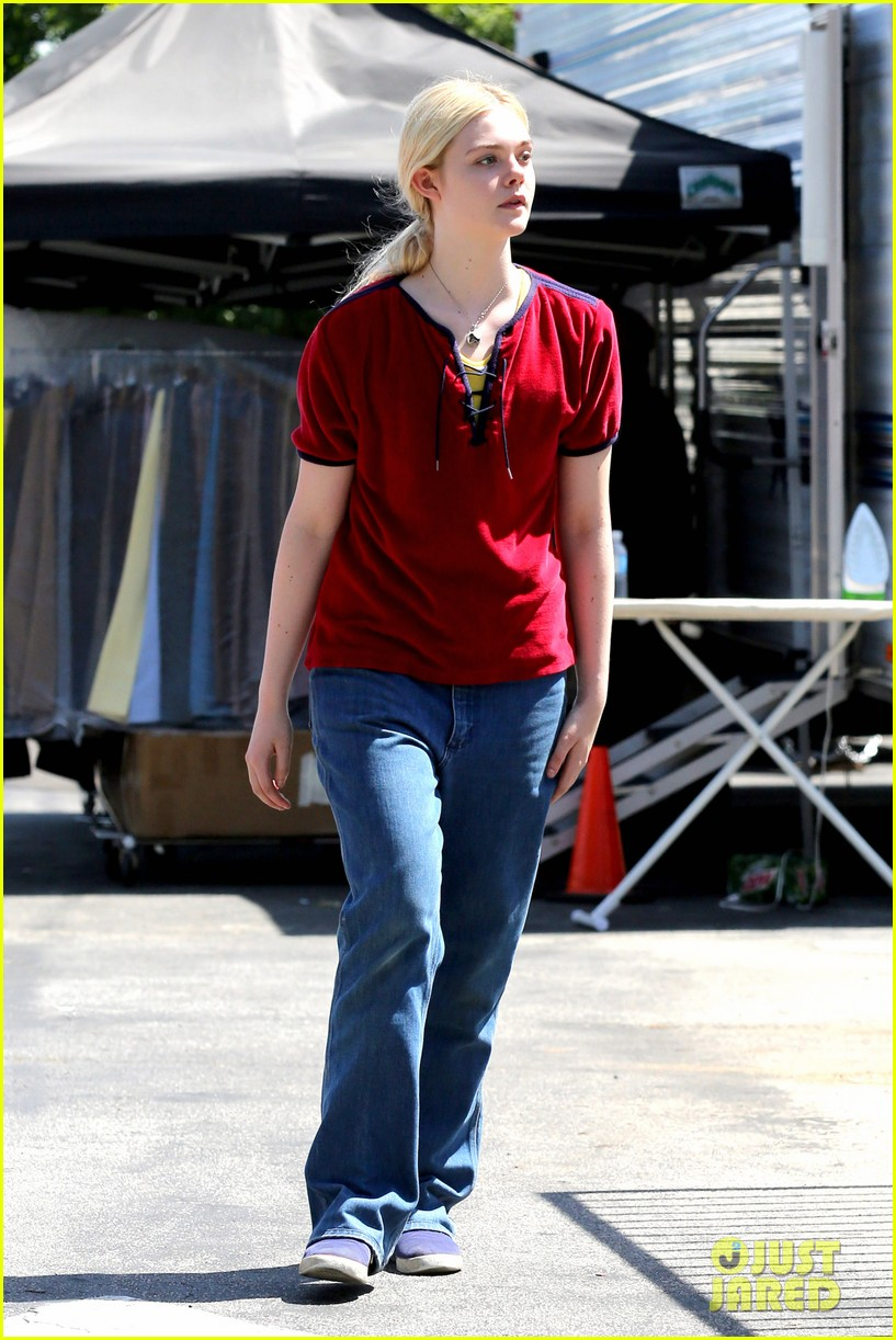 elle fanning hangs out on low down set 07