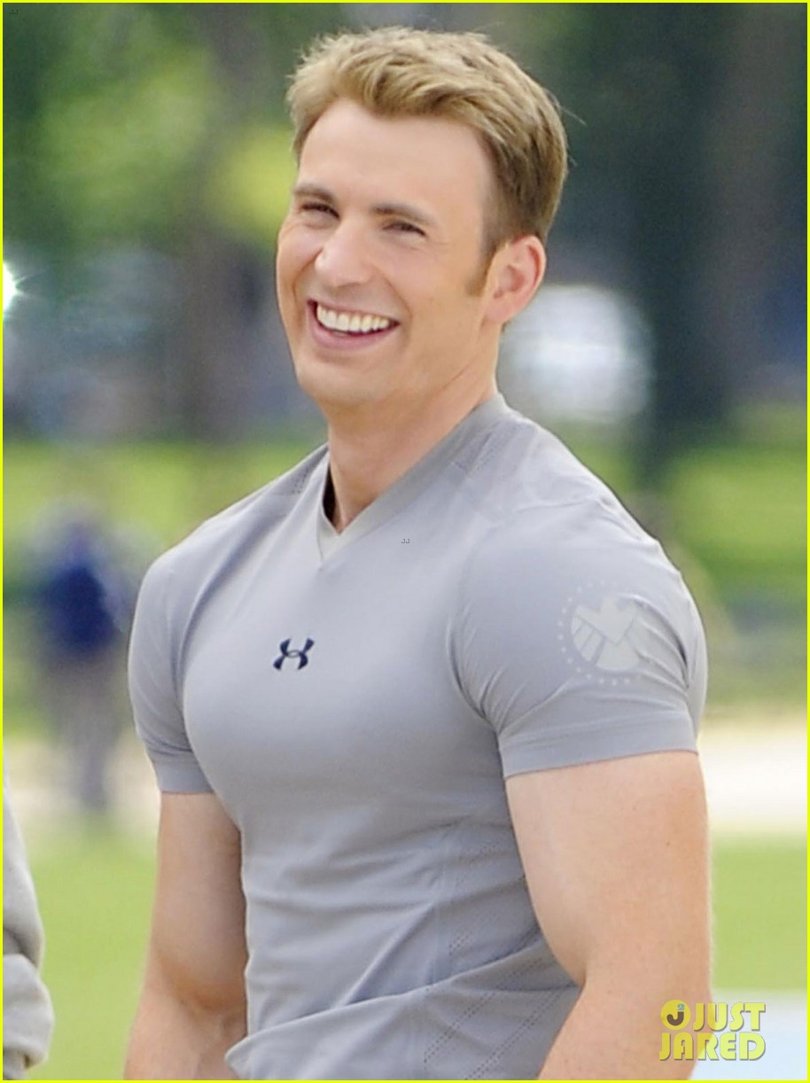 chris evans flaunts huge biceps for captain america 022870469