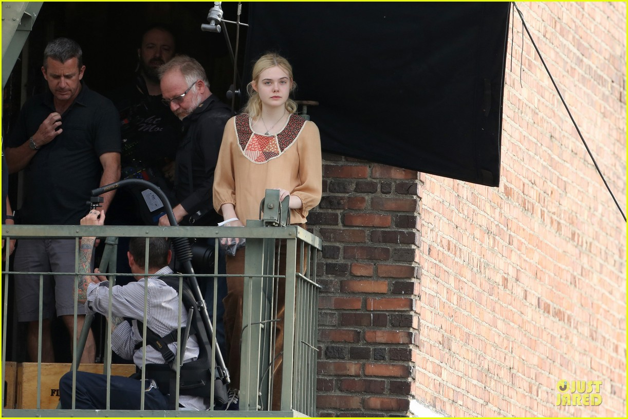 elle fanning low down set with peter dinklage 23