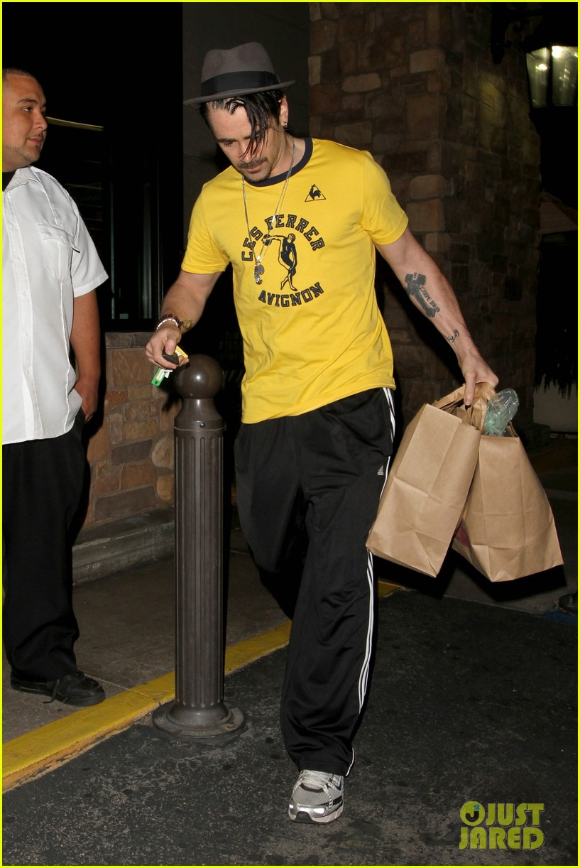 colin farrell picks up groceries on epic opening night 07