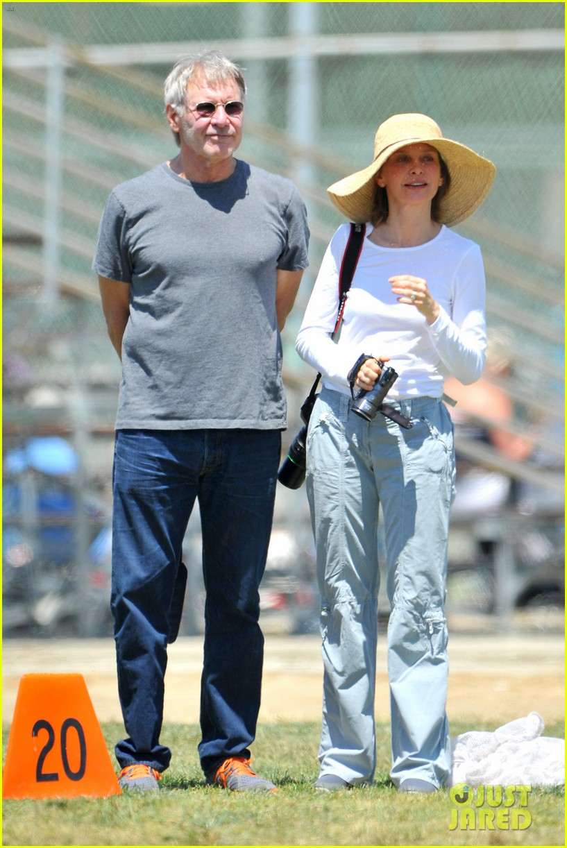 harrison ford calista flockhart liam soccer game 01