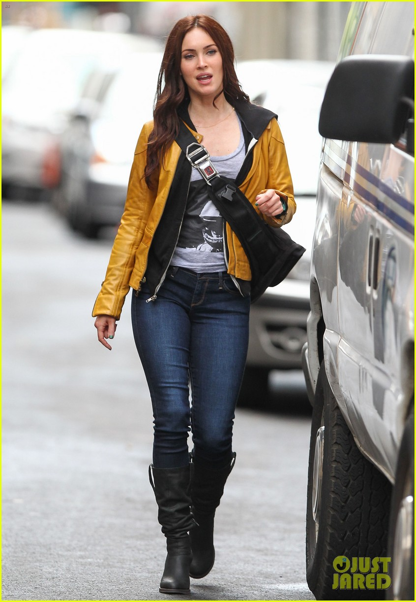megan fox biking babe for teenage mutant ninja turtles 01