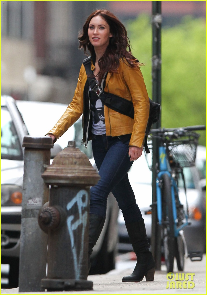 megan fox biking babe for teenage mutant ninja turtles 052868058
