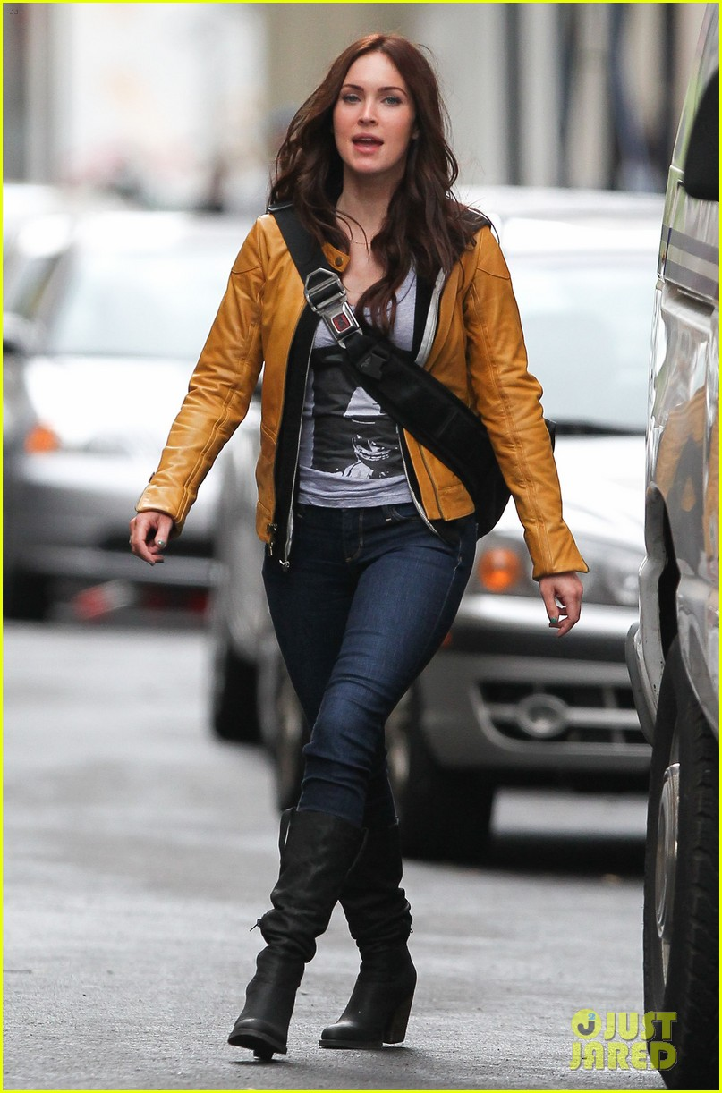 megan fox biking babe for teenage mutant ninja turtles 06