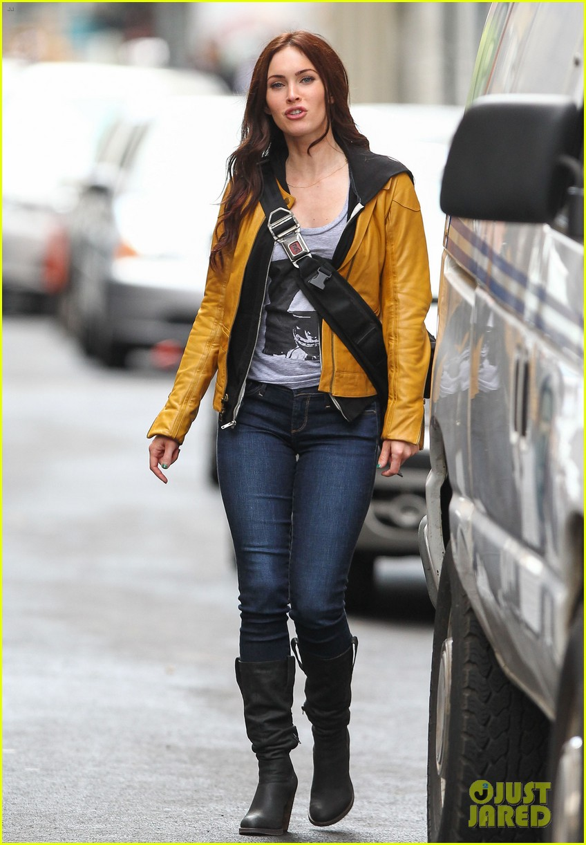 megan fox biking babe for teenage mutant ninja turtles 102868063