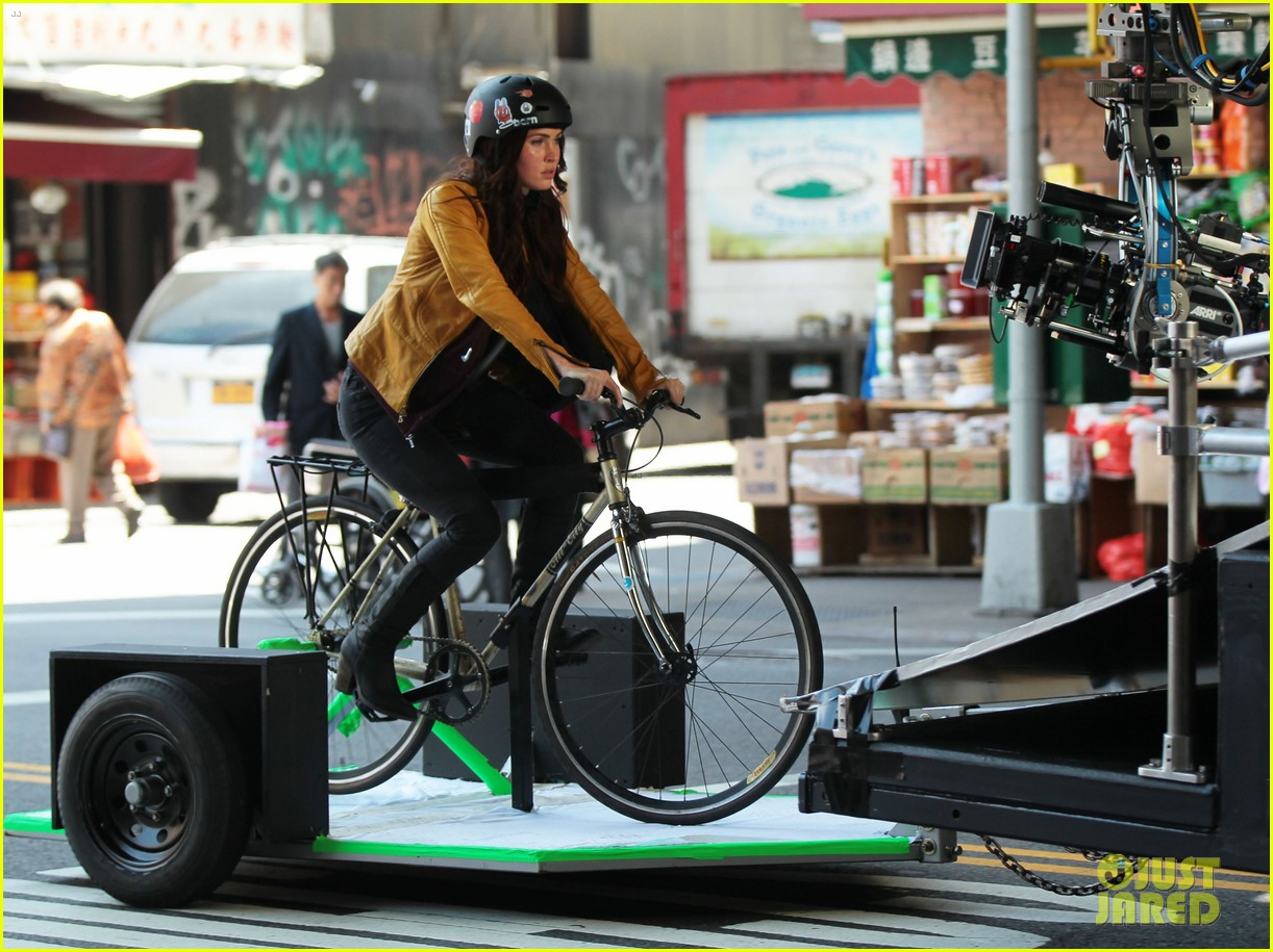 megan fox biking babe for teenage mutant ninja turtles 12