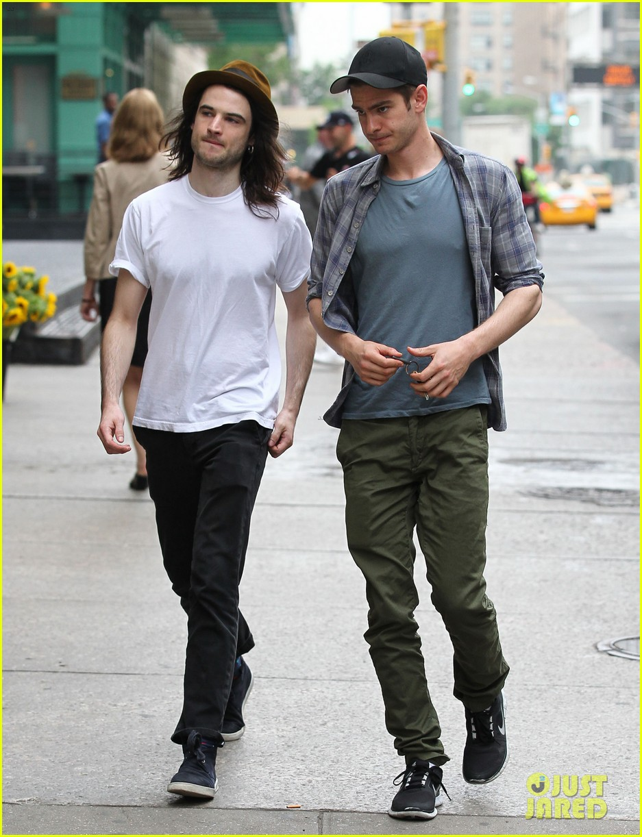 andrew garfield tom sturridge manhattan dog walkers 012876320