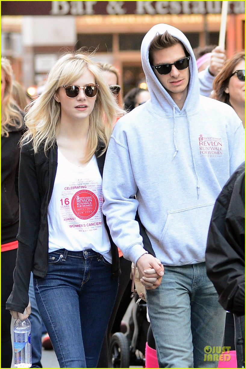 andrew garfield emma stone holding hands at eif revlon run walk 04