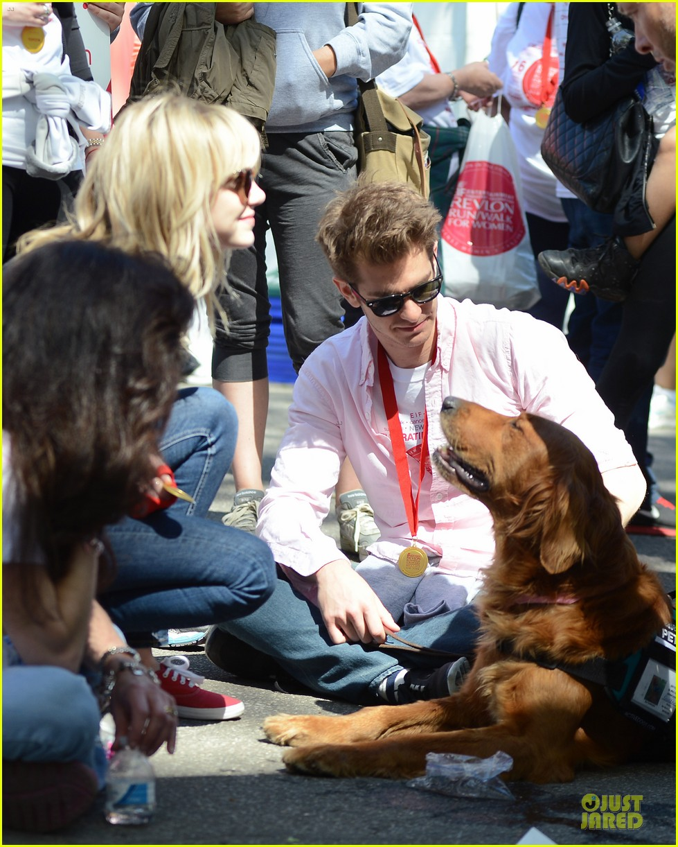 andrew garfield emma stone holding hands at eif revlon run walk 07