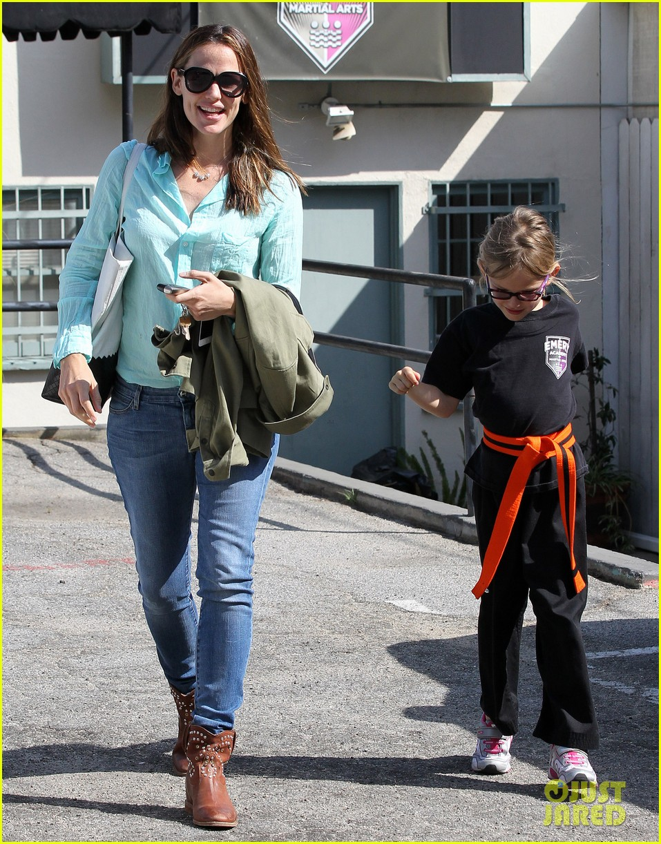 jennifer garner busy week with violet 12