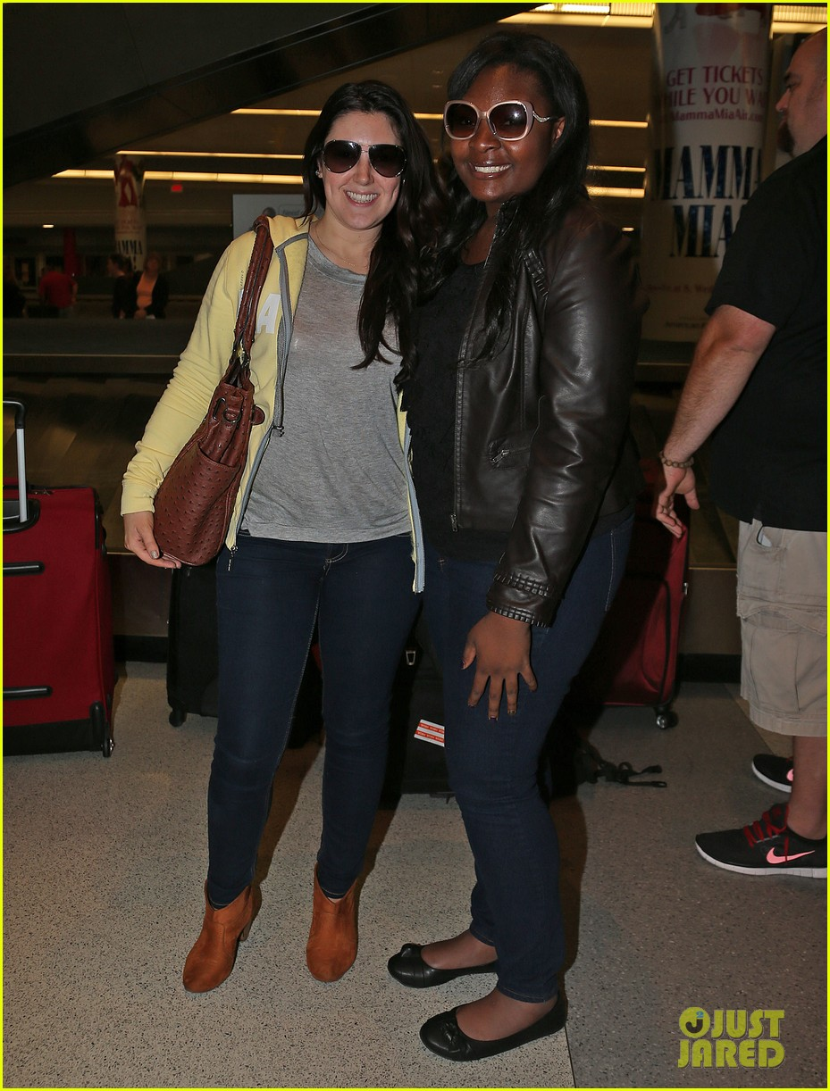 candice glover kree harrison jfk arrival for idol promo 03