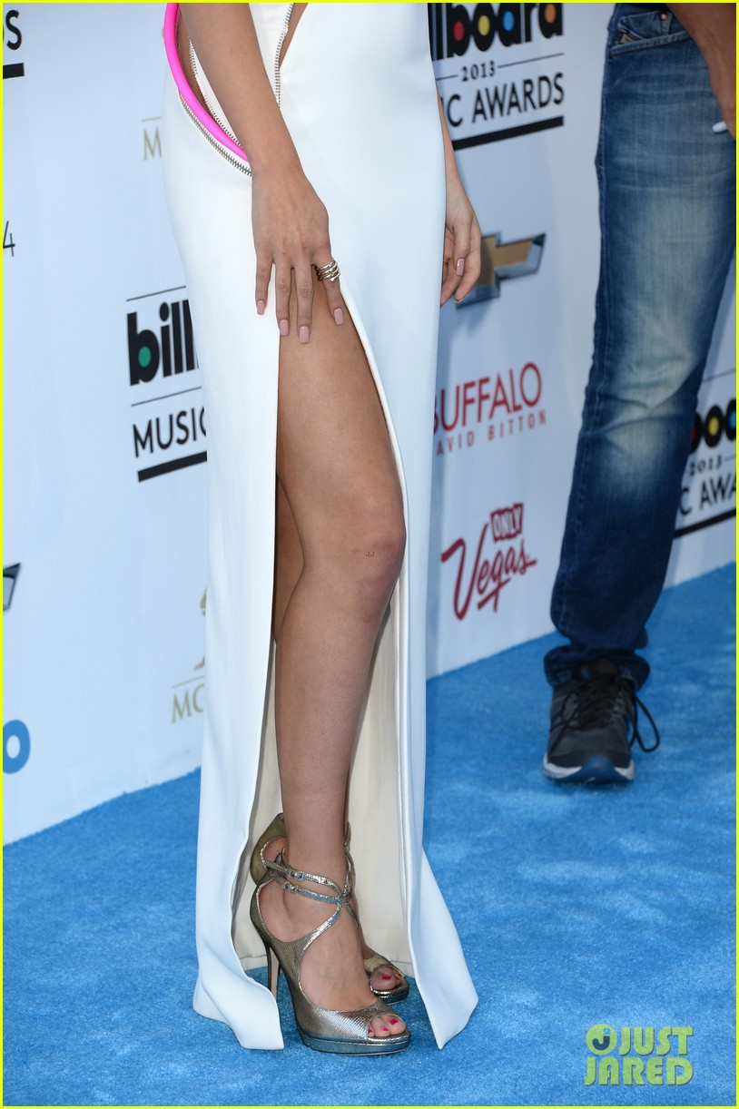 selena gomez billboard music awards 2013 red carpet 03
