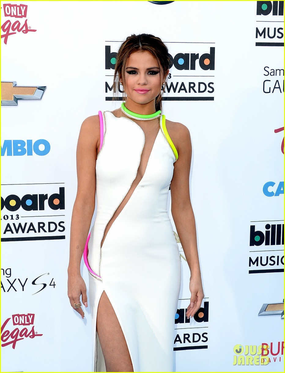 selena gomez billboard music awards 2013 red carpet 06