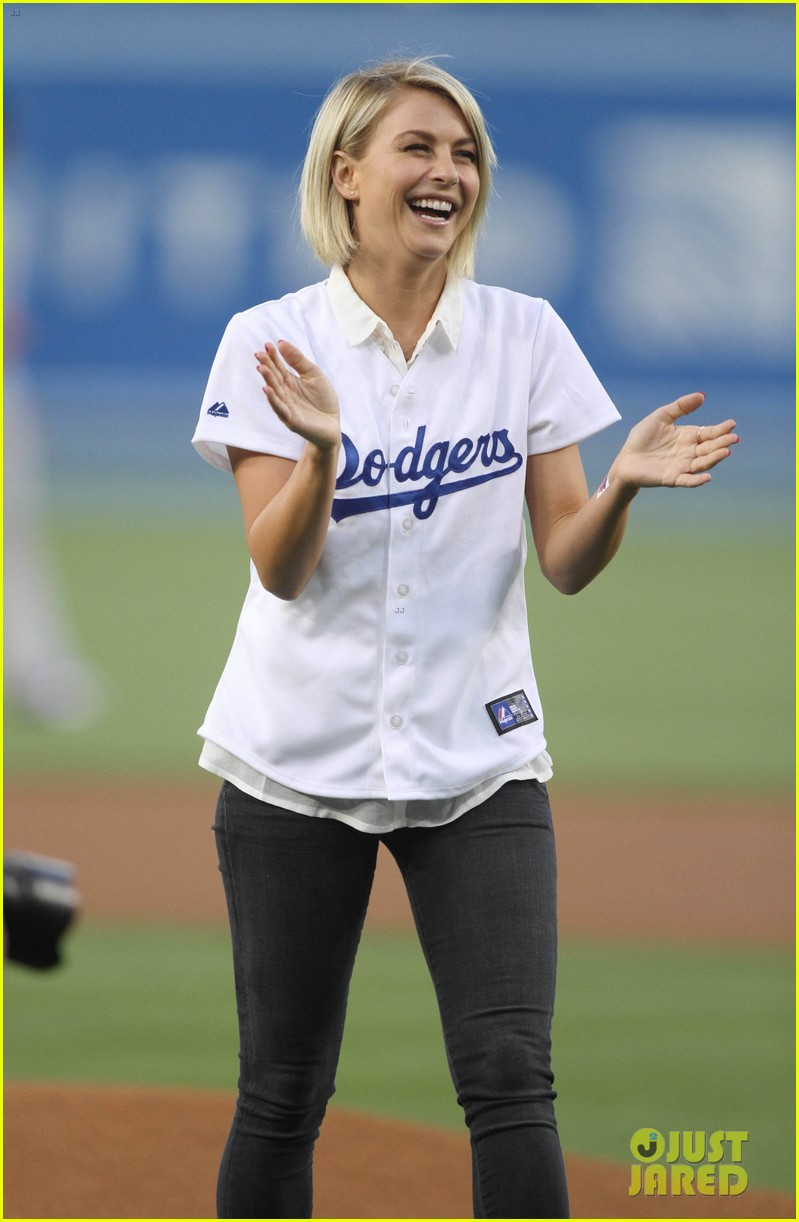 ginnifer goodwin julianne hough dodgers girls 06