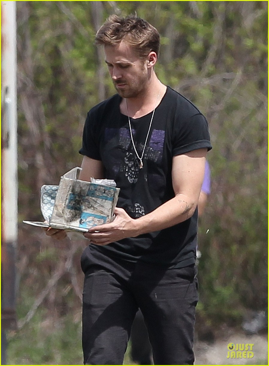 ryan gosling bulging biceps on how to catch a monster set 02
