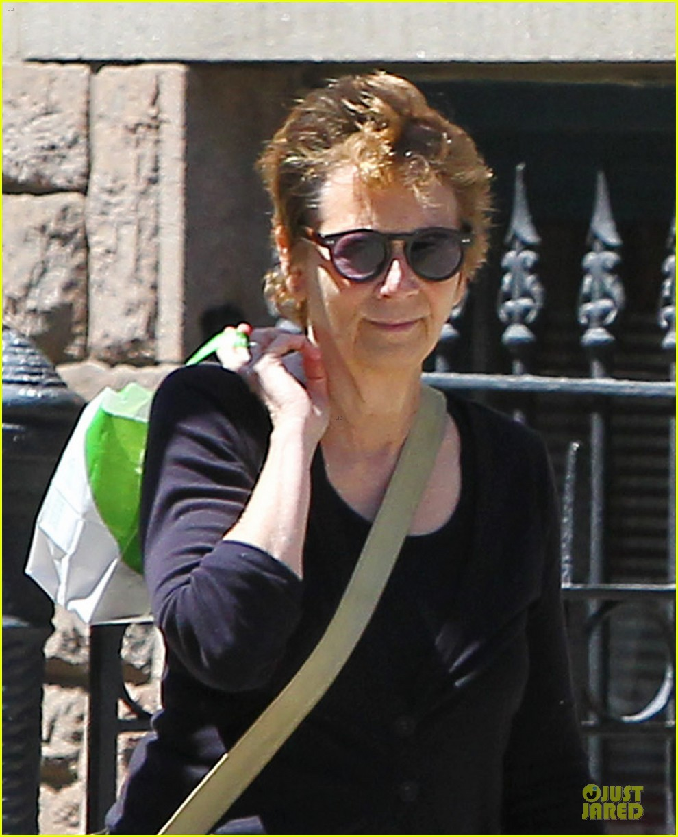 jake gyllenhaal soho stroll with mom naomi foner 042863249