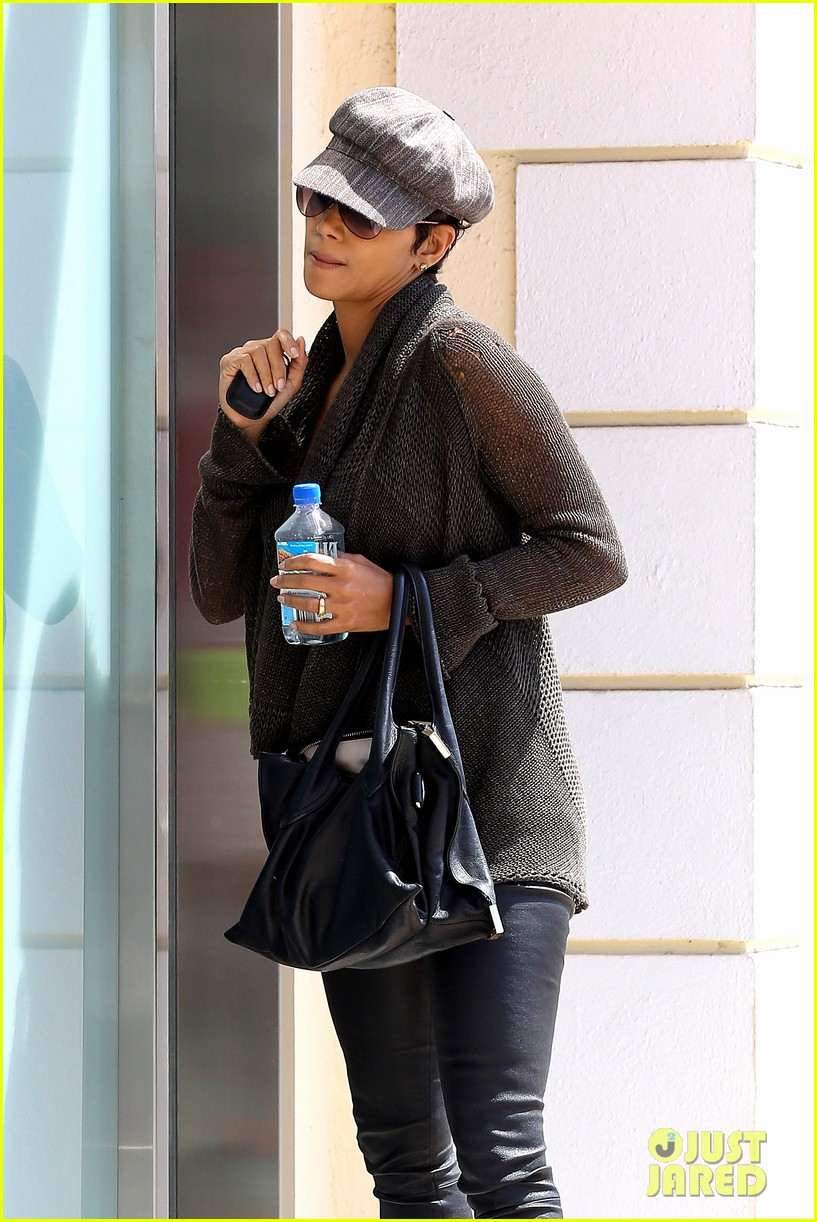 halle berry rocks leather pants while shopping 04