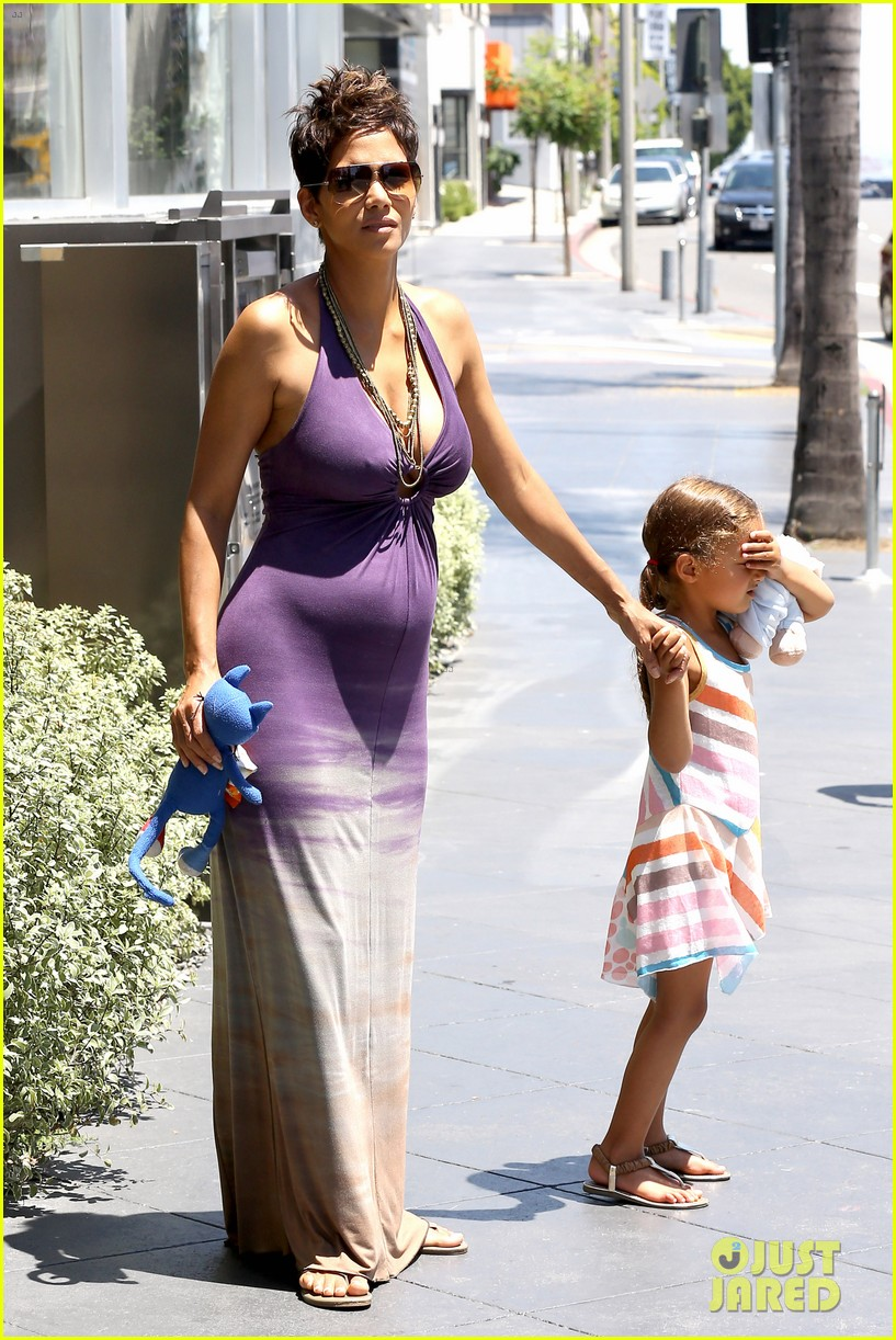 halle berry i love mothers day 122869236