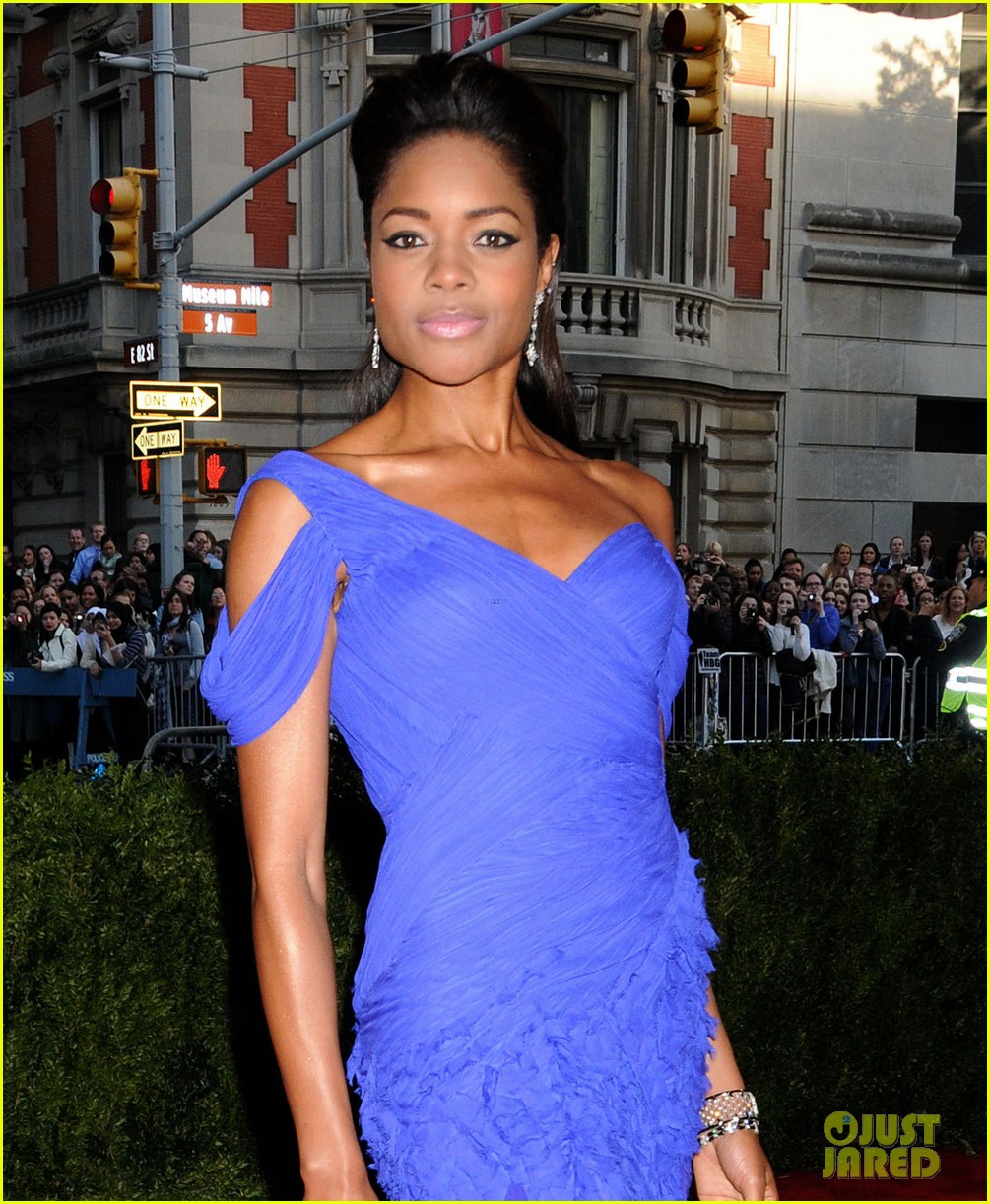 naomie harris met ball 2013 red carpet 012865075