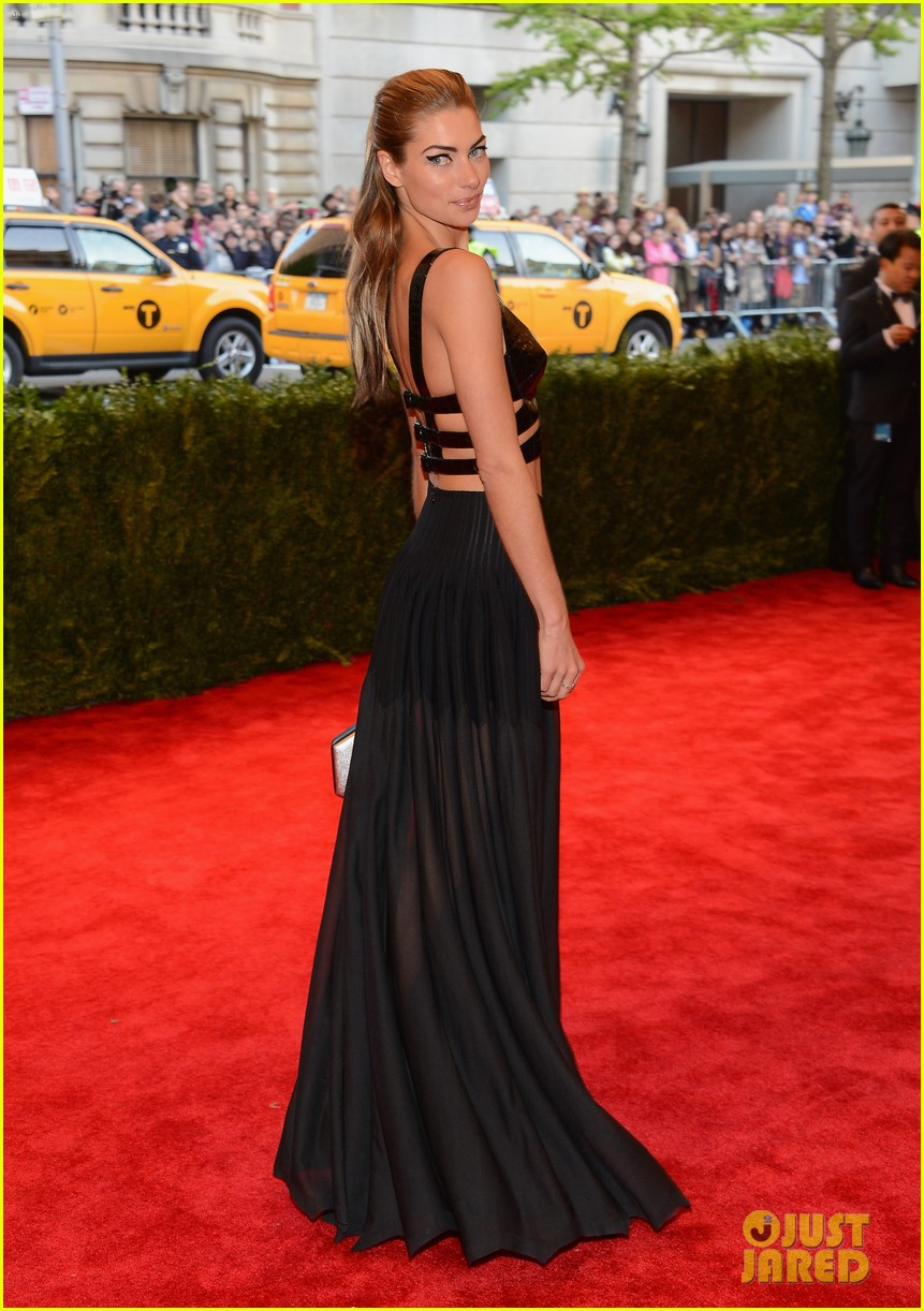 jessica hart met ball 2013 red carpet 01