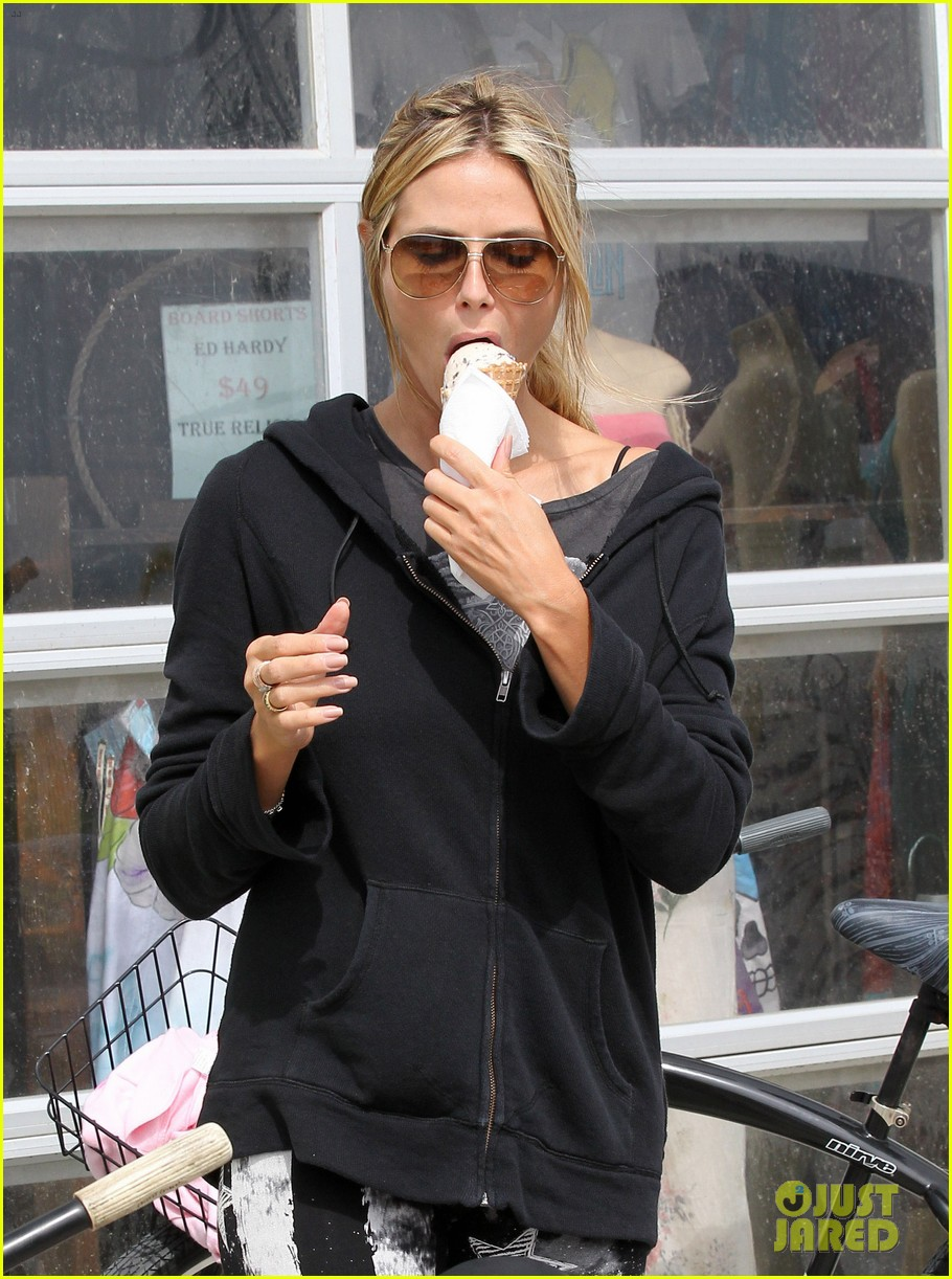 heidi klum poolside bikini babe on mothers day 15