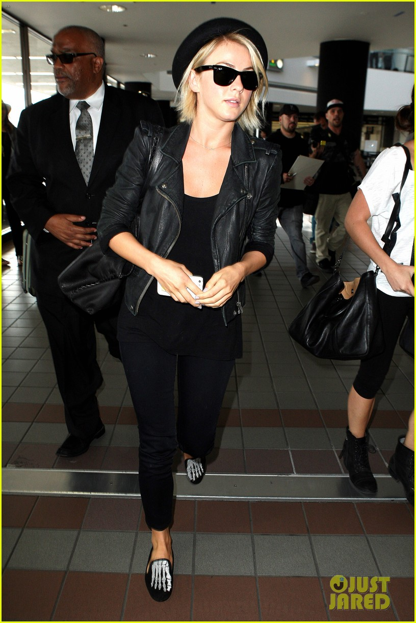 julianne hough skeleton shoes for london flight 08