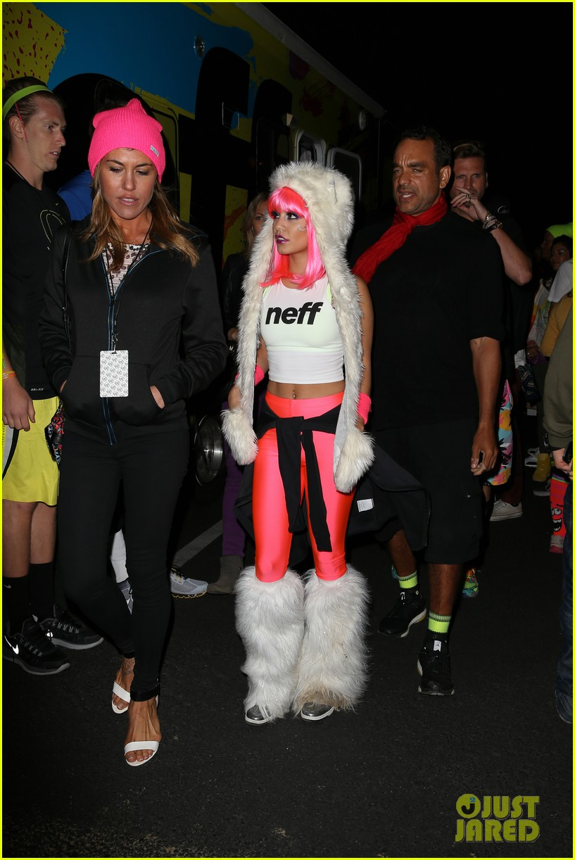 vanessa hudgens bright pink wig for electric run 2013 262877783