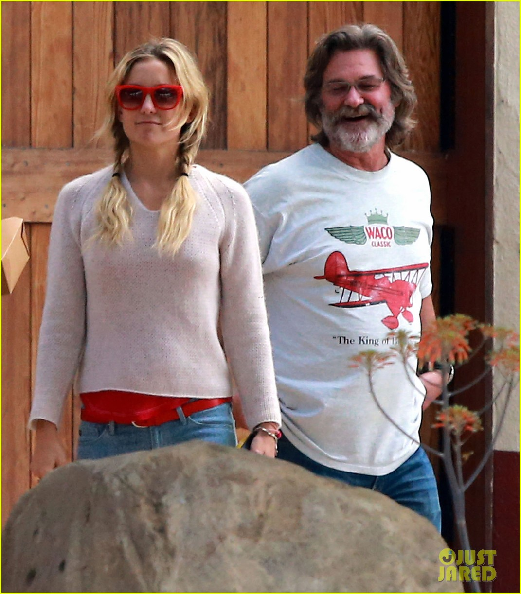 kate hudson family winery visit with kurt russell matthew bellamy 04