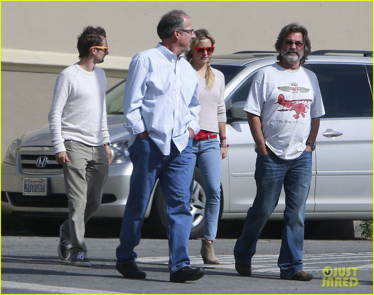 kate hudson family winery visit with kurt russell matthew bellamy 05