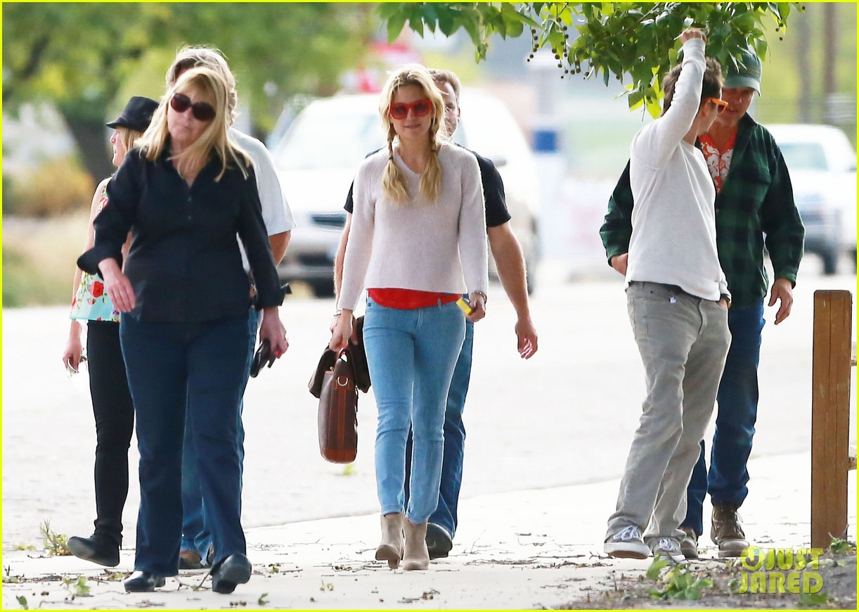kate hudson family winery visit with kurt russell matthew bellamy 092866455