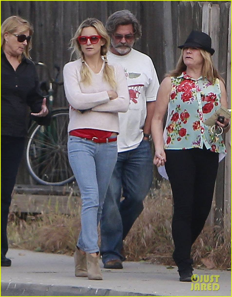 kate hudson family winery visit with kurt russell matthew bellamy 112866457