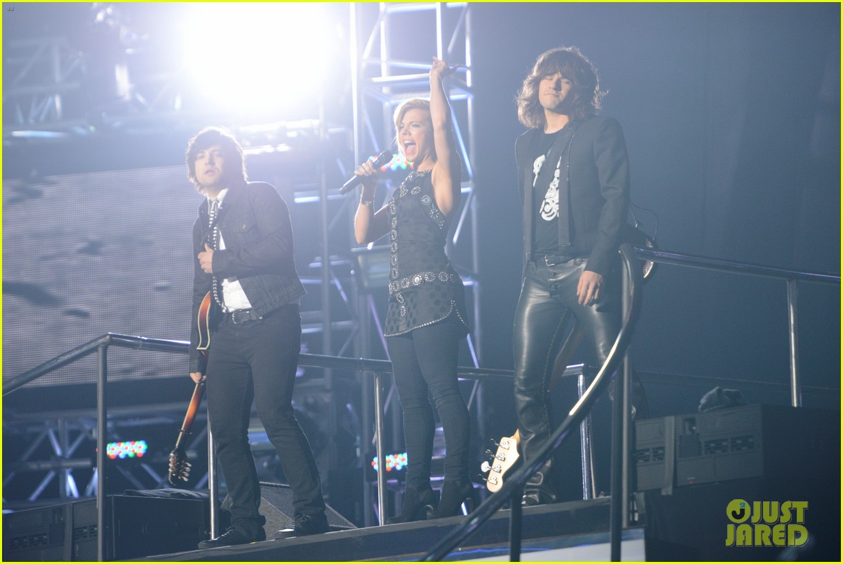 janelle arthur band perry american idol finale video 06
