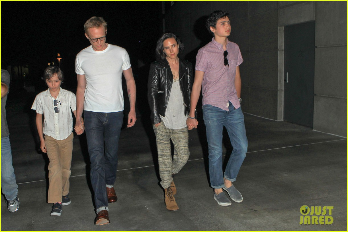 jennifer connelly paul bettany rolling stones concert with the kids 06