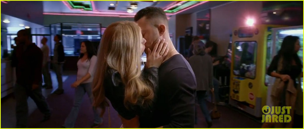 joseph gordon levitt shirtless porn addict in don jon trailer 092876378