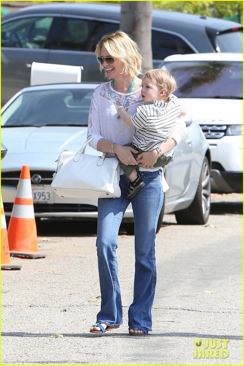 january jones pacific palisades with xander 08