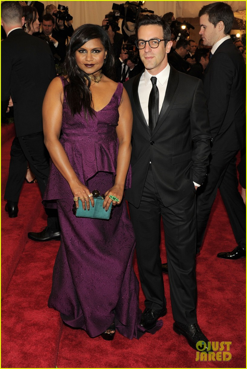 mindy kaling met ball 2013 red carpet with bj novak 05