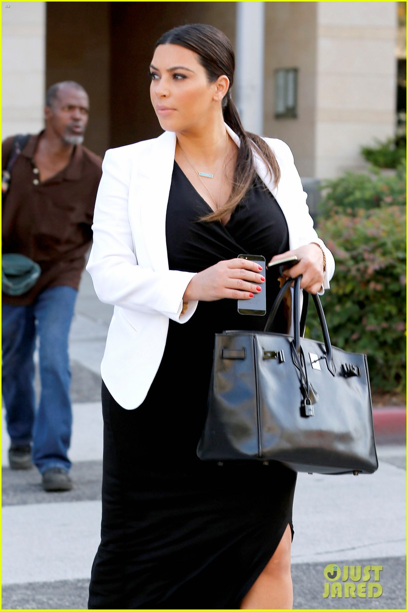 pregnant kim kardashian black white is chic for spring 14