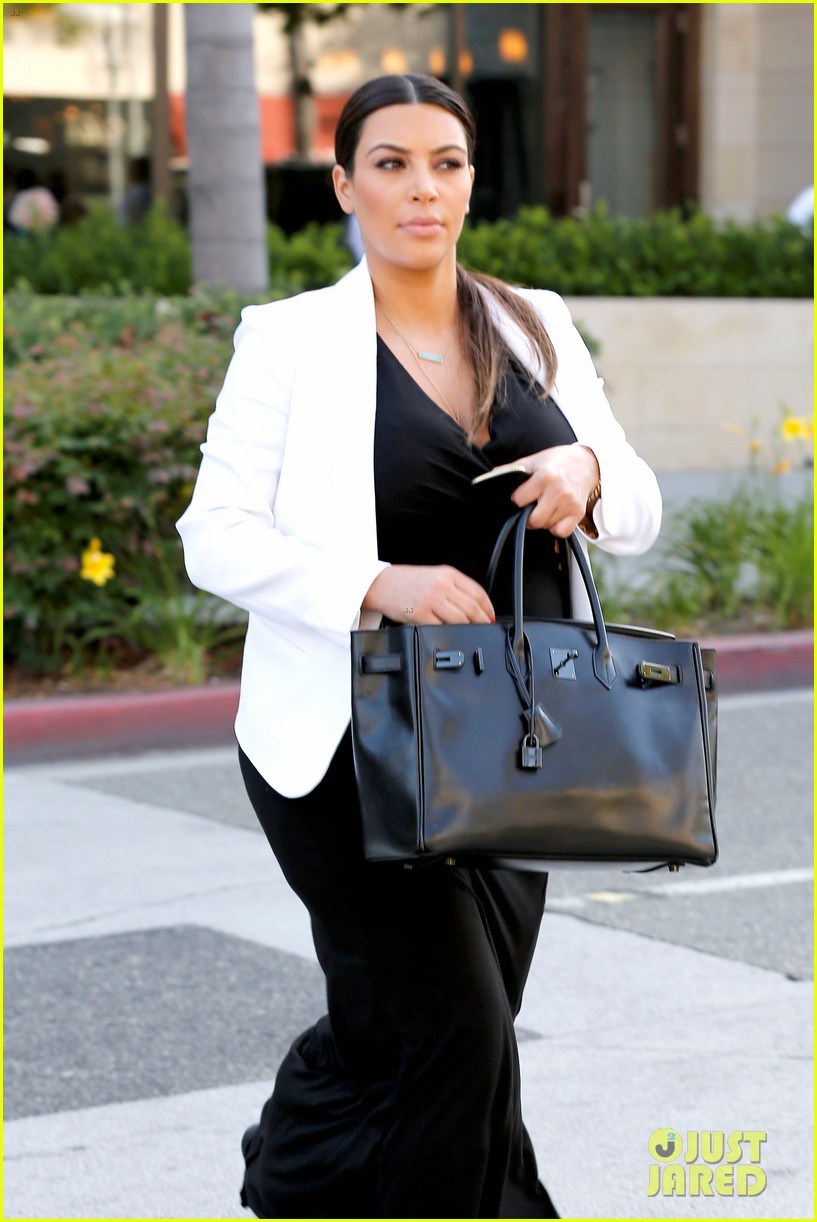 pregnant kim kardashian black white is chic for spring 20