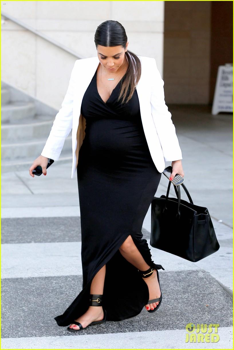 pregnant kim kardashian black white is chic for spring 22