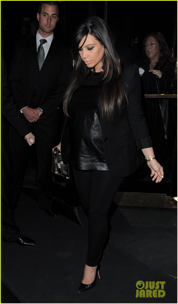 kim kardashian pregnant leather lady at beyonce concert 19