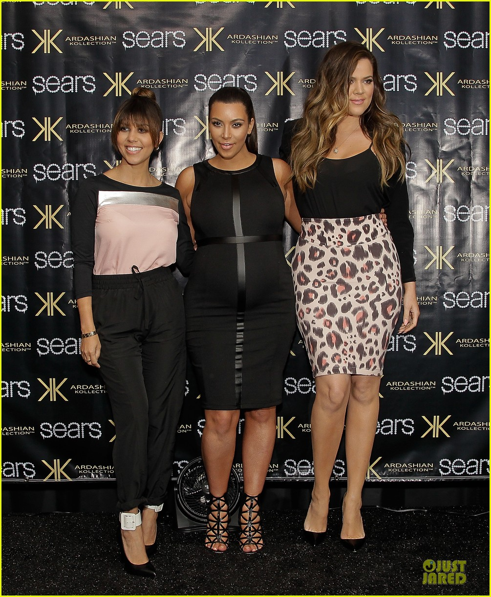 pregnant kim kardashian sears appearance with sisters 01