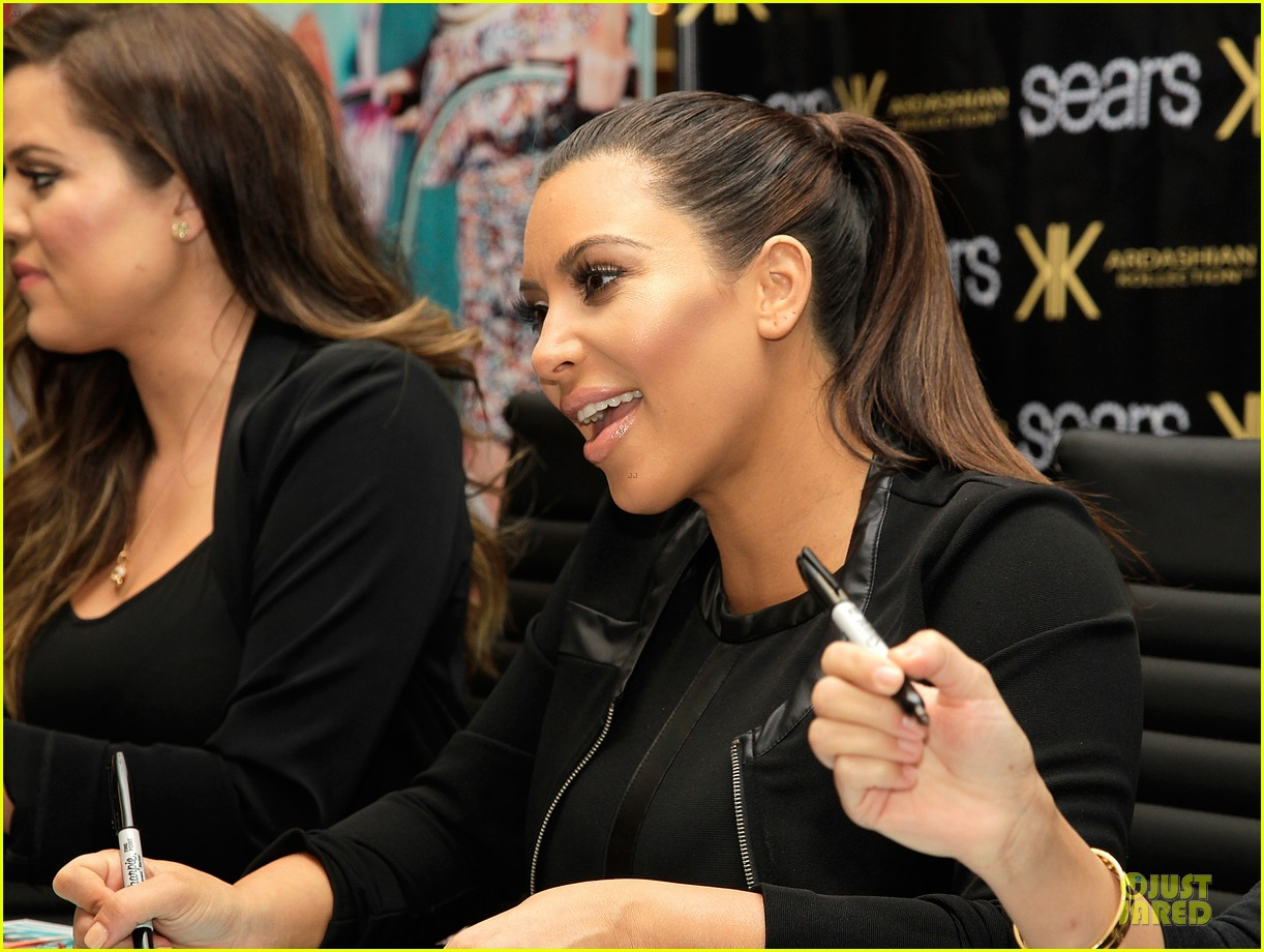 pregnant kim kardashian sears appearance with sisters 17