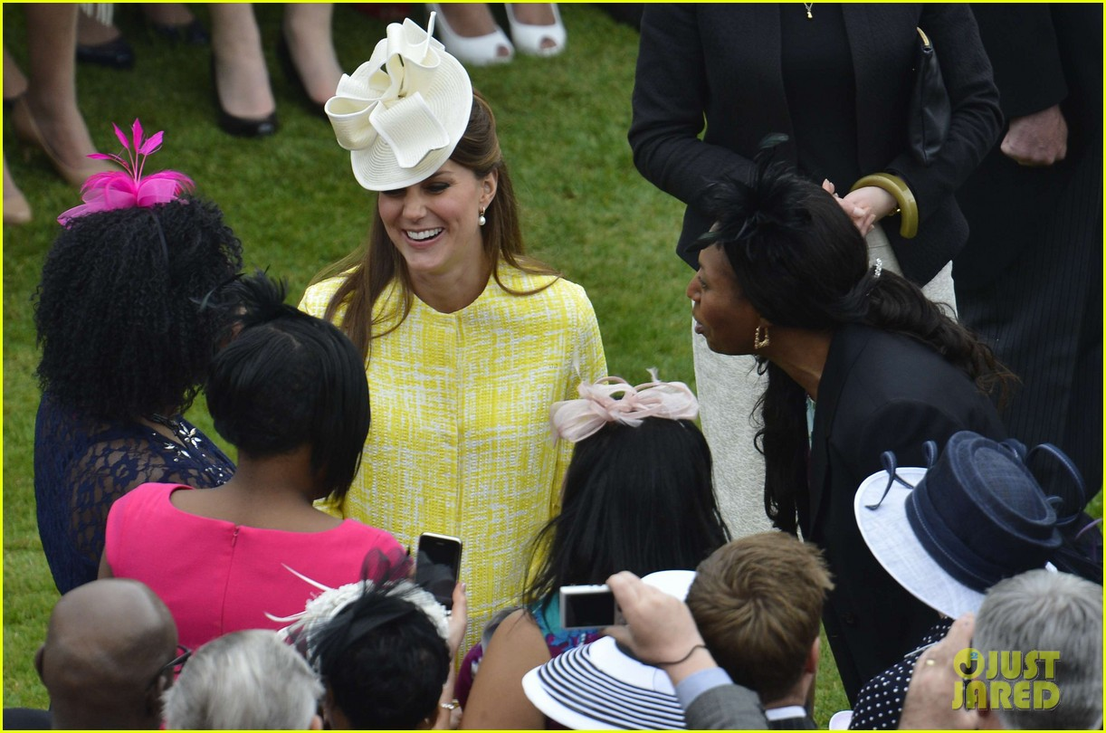 kate middleton shows off baby bump at garden party 03