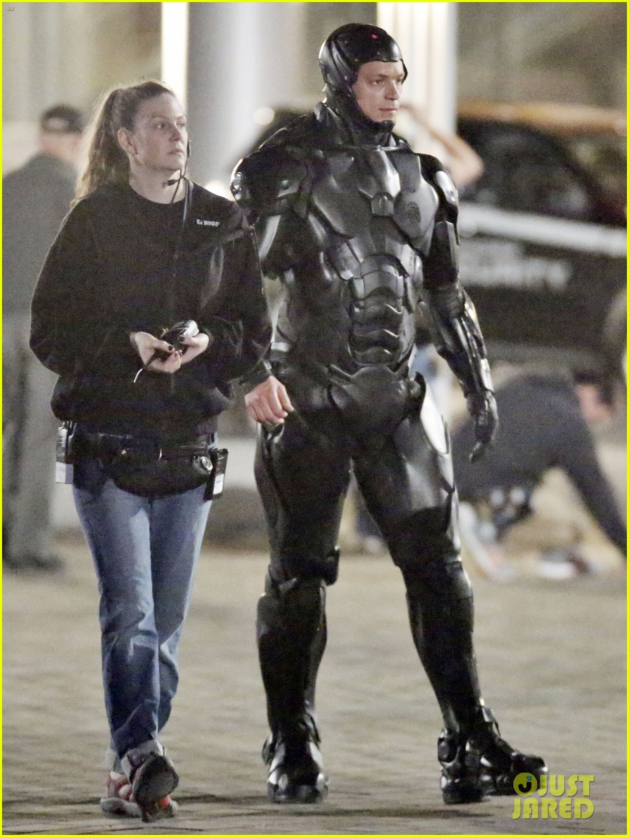 joel kinnaman suits up for robocop reshoots 10