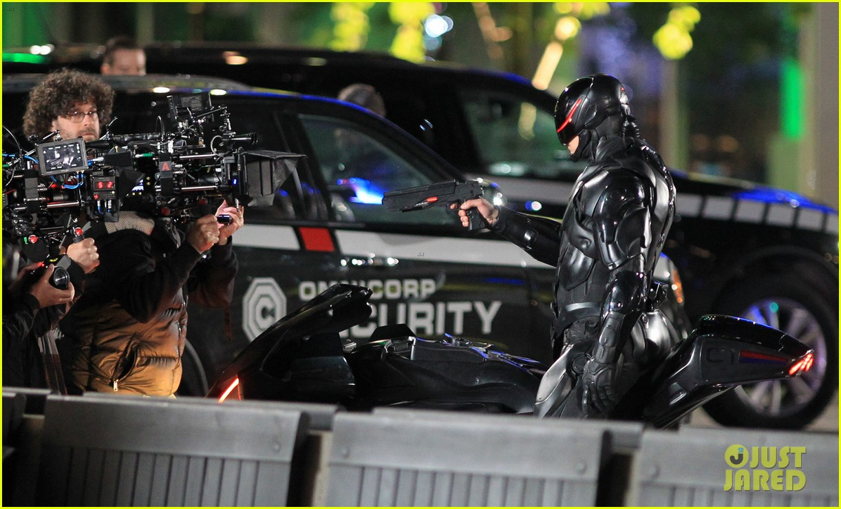 joel kinnaman suits up for robocop reshoots 28