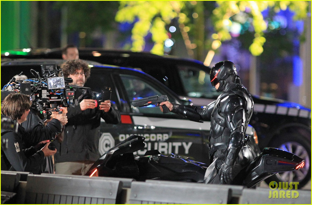 joel kinnaman suits up for robocop reshoots 29