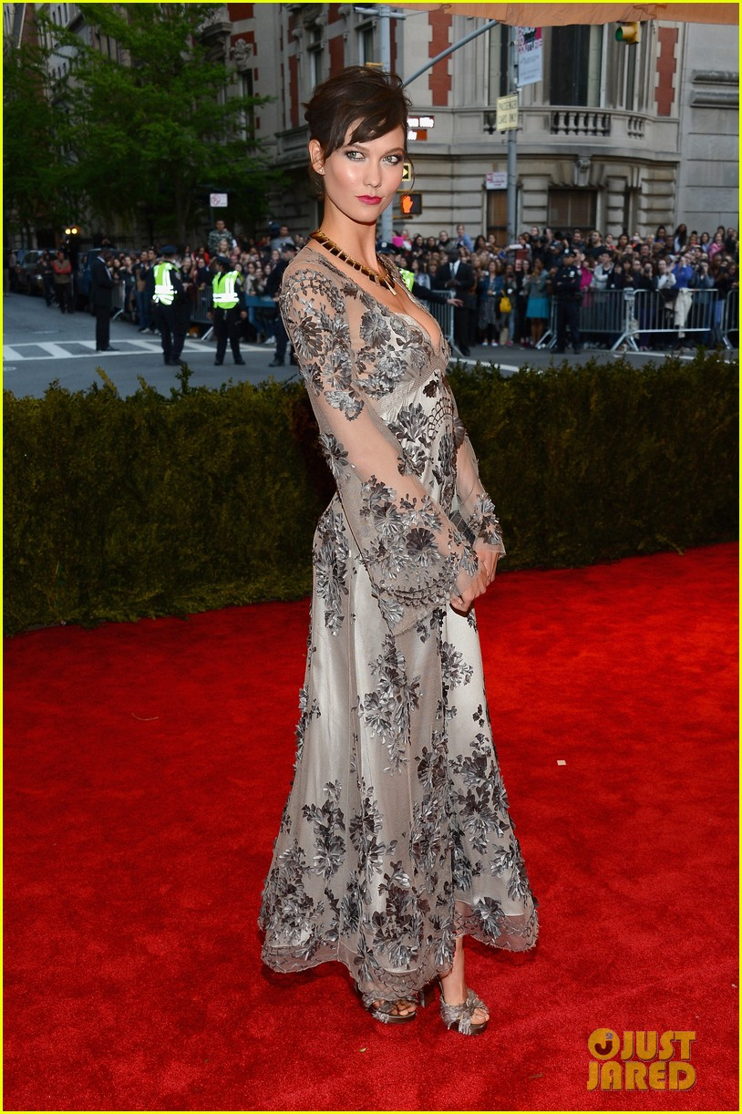 karlie kloss chanel iman met ball 2013 red carpet 062865847