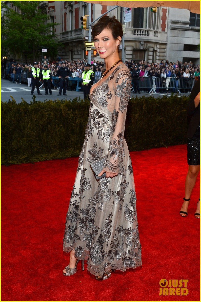 karlie kloss chanel iman met ball 2013 red carpet 082865849