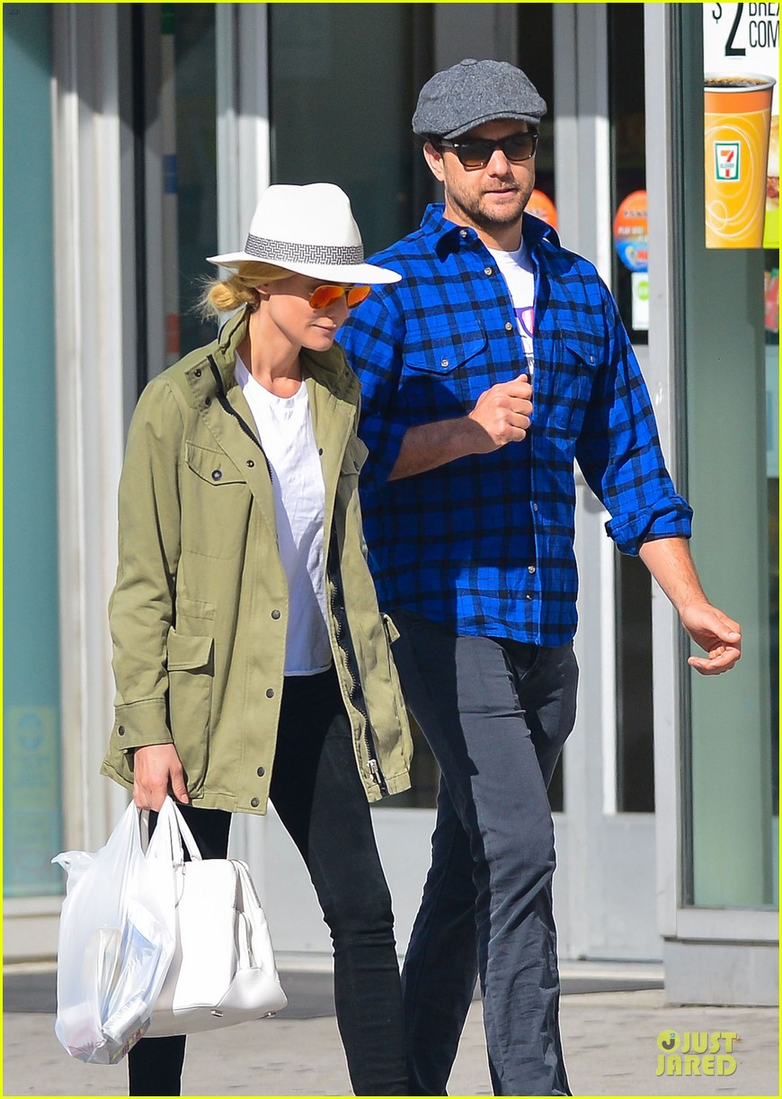 diane kruger joshua jackson east village shopping couple 04